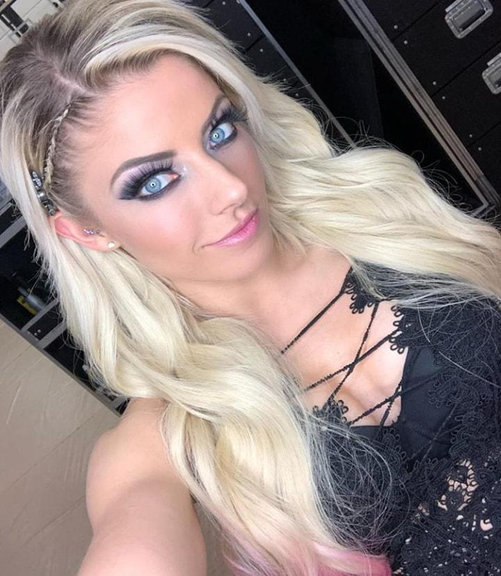 Alexa_Bliss_WWE_Celebrity_reputation_online (9)Alexa_Bliss_WWE_Celebrity_reputation_online (9)