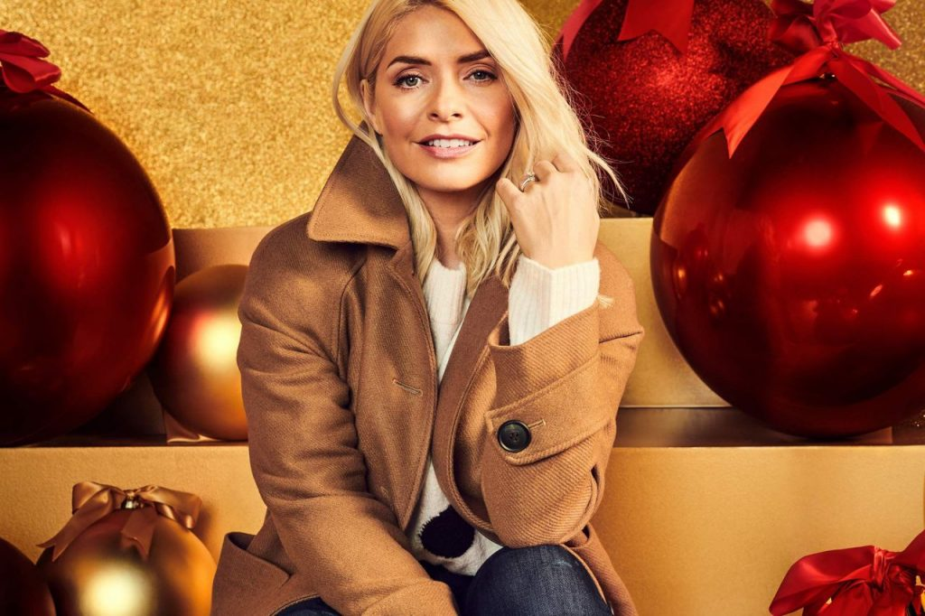 Holly Willoughby M&S 2020 Christmas (6)